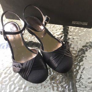 Girls size 3 black mini heel dress shoe